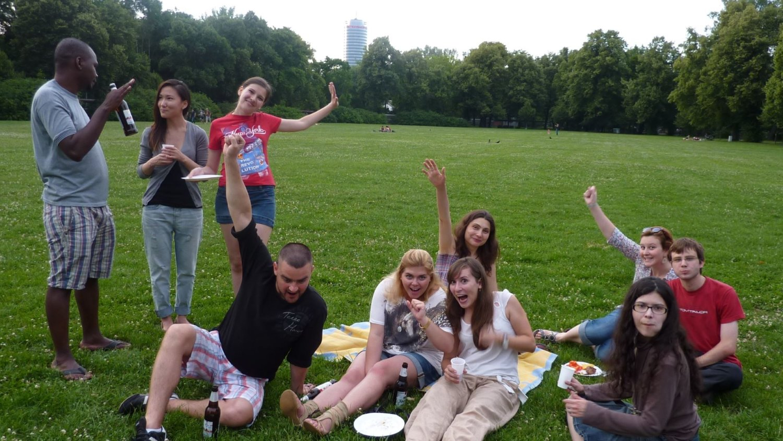 Regionalgruppe Jena bei Grillabend im Park