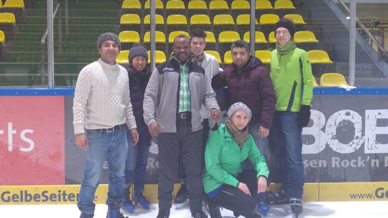Gruppenfoto in der Eishalle