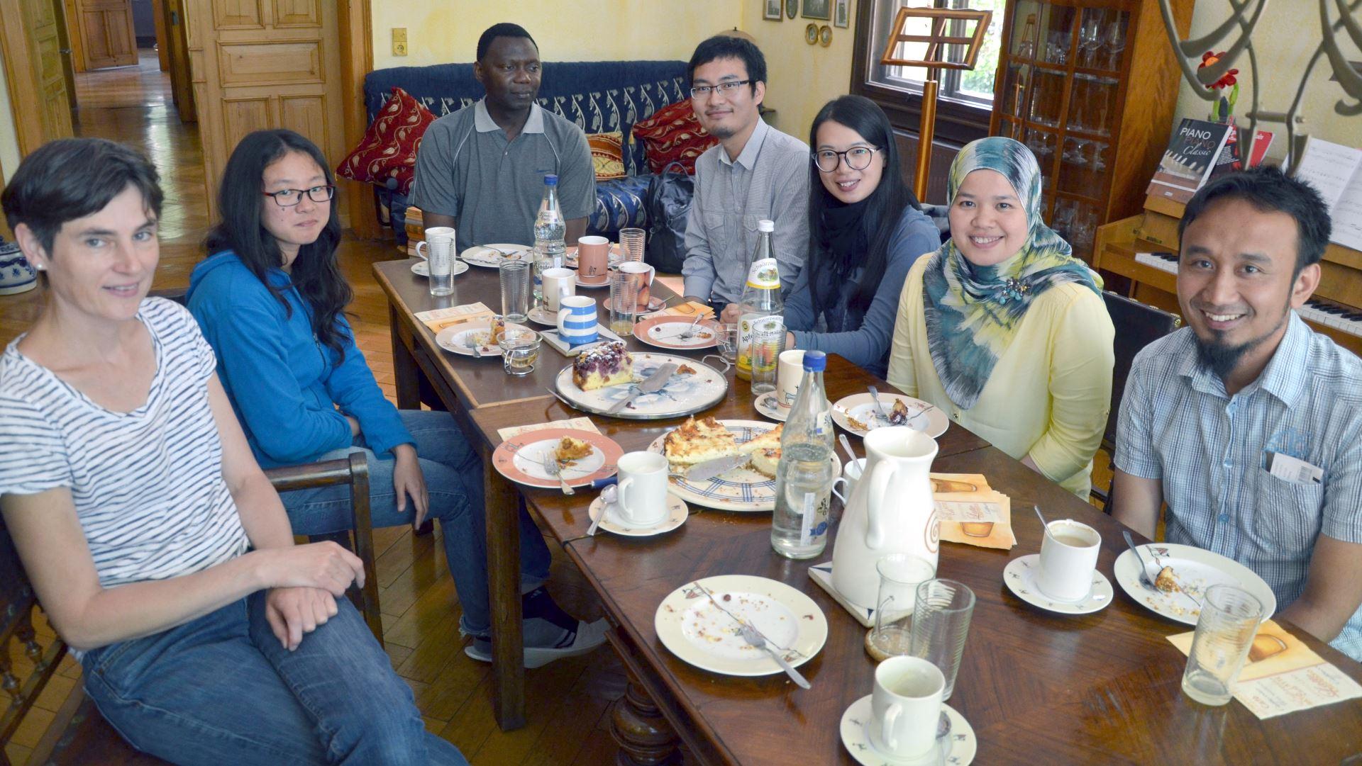 Stipendiaten bei Kaffee und Kuchen