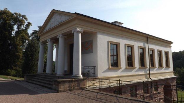 Säulengebäude