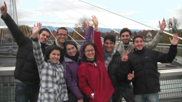 Stipendiaten auf Rheinbruecke Kehl