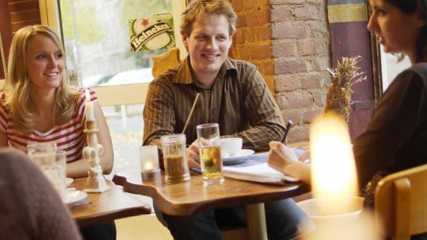 Studenten im Café