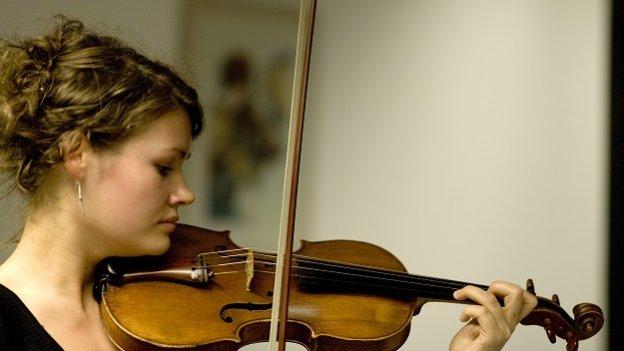 Studentin Geige