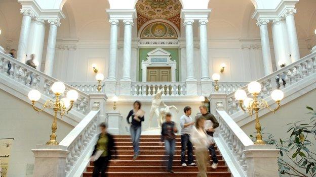Eingangsbereich Uni Leipzig